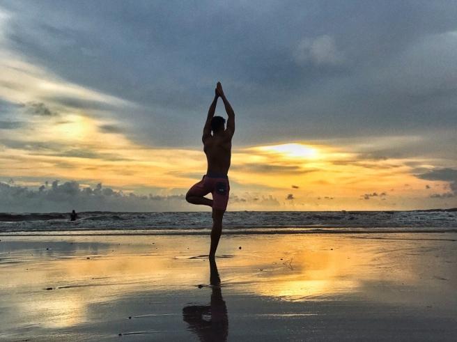 vriksasana_liwa_sunset